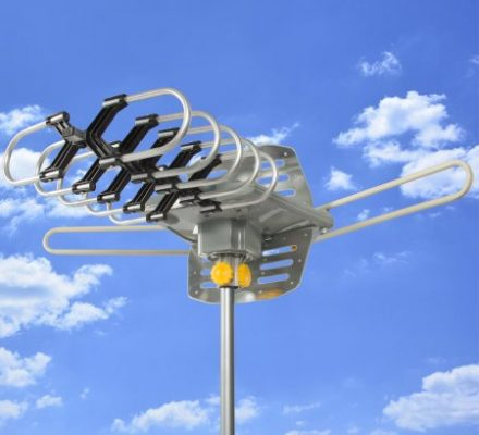 HDTV Rotor Remote Outdoor Amplified Antenna 360 UHF/VHF/FM HD TV 150 Miles